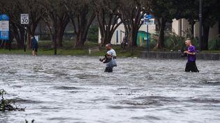 Inondations à Pensacola, en Floride, après le passage de l'ouraganSally, le 16 septembre 2020. (CHANDAN KHANNA / AFP)