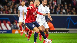 Burak Yilmaz avec Lille face à Séville, le 20 octobre 2021 au Stade Pierre Mauroy (Villeneuve-d'Ascq). (MATTHIEU MIRVILLE / AFP)