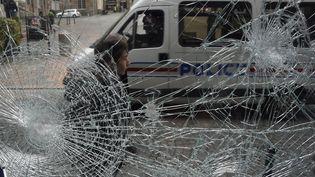 Des dégâts dans le centre-ville de Rennes (Ille-et-Vilaine), le 14 mai 2016 après les violences de la nuit. (DAMIEN MEYER / AFP)