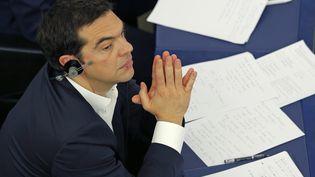 Le Premier ministre grec, Alexis Tsipras, suit un débat sur la situation de laGrèce, le 8 juillet 2015, au Parlement européen, à Strasbourg (Bas-Rhin). (VINCENT KESSLER / REUTERS)