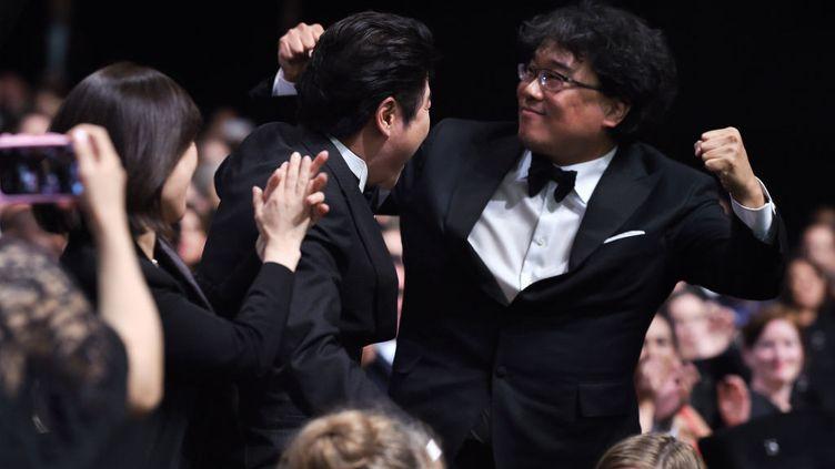 La joie du réalisteur coréen Bong Joon-Ho, à l'annonce de sa Palme d'or lors de la cérémonie de clôture du 72e Festival de Cannes, le 25 mai 2019. (PASCAL LE SEGRETAIN / GETTY IMAGES EUROPE)