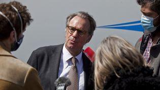 Le président du conseil régional de Provence-Alpes-Côte d'Azur, Renaud Muselier, est interrogé par la presse, le 9 avril 2021, lors d'un déplacement à Puy-Saint-André, dans les Hautes-Alpes. (THIBAUT DURAND / HANS LUCAS / AFP)