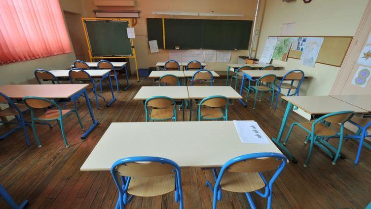 Une salle de classe vide, à Bayeux, le 15 mai 2008 (illustration). (MYCHELE DANIAU / AFP)