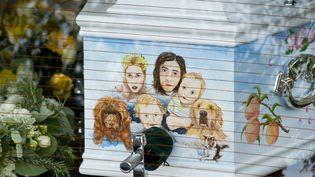 Le cerceuil décoré de Peaches Geldof, décédée le 7 avril 2014 à l'âge de 25 ans, pour ses funérailles, le 21 avril 2014  (Leon Neal / AFP)
