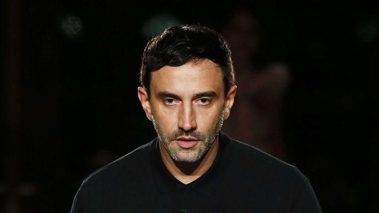 Riccardo Tisci lors d'un défilé Givenchy à Paris le 20 janvier 2017  (Francois Mori / AP / Sipa)