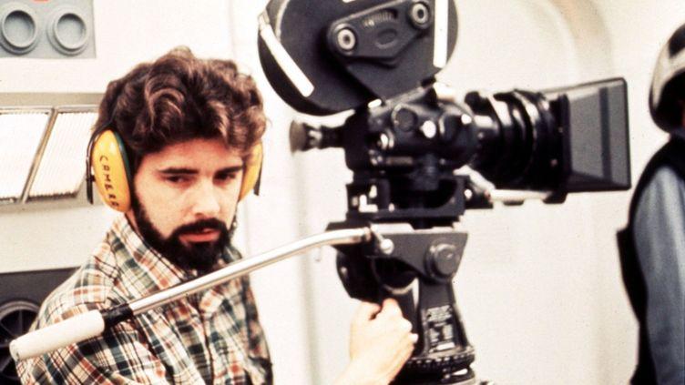 """George Lucas sur le tournage de """"La Guerre des étoiles"""" en 1975  (Photo12.com - Collection Cinema / Photo12)"""