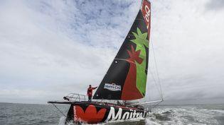 Le skippeur français Yannick Bestaven a bord de son monocoque Maître Coq, le 7 octobre 2020, au large de La Rochelle (Charente-Maritime). (SEBASTIEN SALOM-GOMIS / AFP)