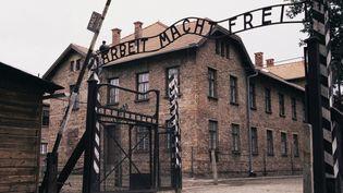 L'entrée ducamp d'extermination d'Auschwitz-Birkenau, le 3 octobre 2015, en Pologne. (KEN GILLHAM / ROBERT HARDING HERITAGE / AFP)