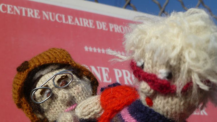 Les poupées de François Hollande et Eva Joly (Delit Maille)