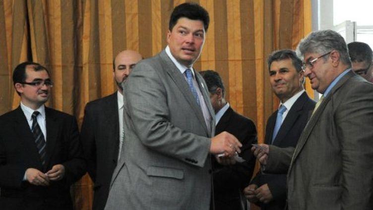 Mikhail Margelov, un diplomate russe, reçoit à Moscou des opposants, le 28 juin 2011 (AFP/ALEXANDER NEMENOV)