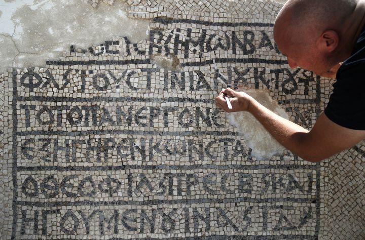 Détails de la mosaïque.  (AHMAD GHARABLI / AFP)
