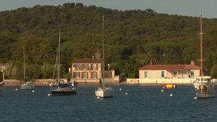Plus d'une soixantaine d'œuvres diverses s'invitent dans la petite île méditerranéenne. (FRANCE 3)