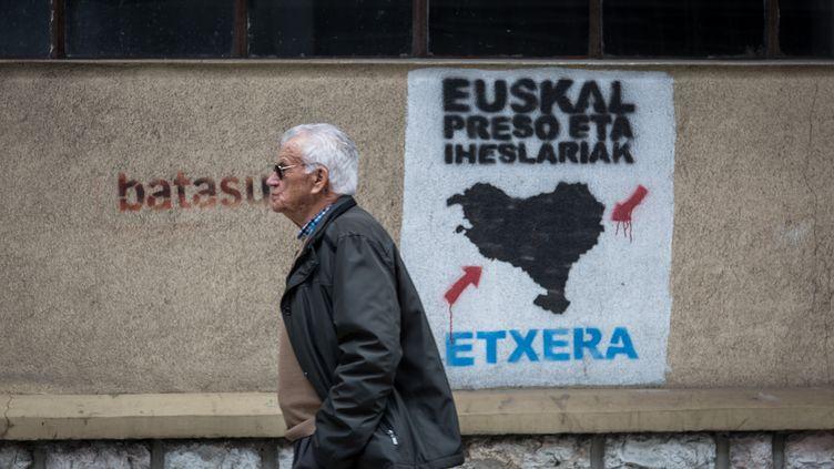 Un tag de l'organisation séparatiste ETA à San Sebastian (Espagne), le 18 mars 2017. (JAVI JULIO / ANADOLU AGENCY / AFP)