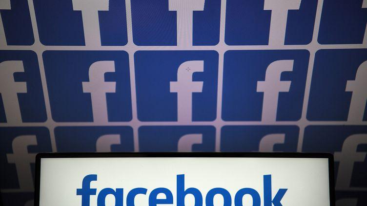 Le logo du réseau social Facebook (illustration). (LOIC VENANCE / AFP)