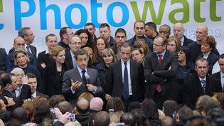 Nicolas Sarkozy, accompagné d'Henri Proglio, le patron d'EDF, lors de sa visite de l'usine Photowatt, à Bourgoin-Jallieu (Isère), le 14 février 2012. (PHILIPPE WOJAZER / AFP)