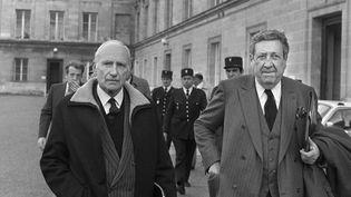 L'ancien ministre du Budget, Maurice Papon, quittant le tribunal de Bordeaux, le 19 janvier 1983. (RENE JEAN / AFP)
