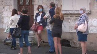 L'évolution de l'épidémie de Covid-19 est surveillée de près. La France dépiste en masse. Plus de 700 000 tests sont effectués chaque semaine, c'est davantage que l'objectif fixé par le gouvernement. Les files d'attente s'allongent. (FRANCE 3)