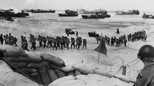 Militaires alliés débarquant sur une plage de Normandie le 6 juin 1944, jour du fameux D-Day  (AFP)