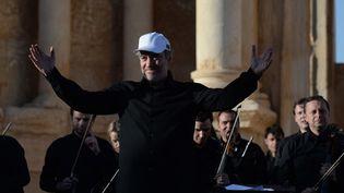 Valéri Guerguiev dirige le concert donné à Palmyre le 5 mai 2016  (Vasily Maximov / AFP)