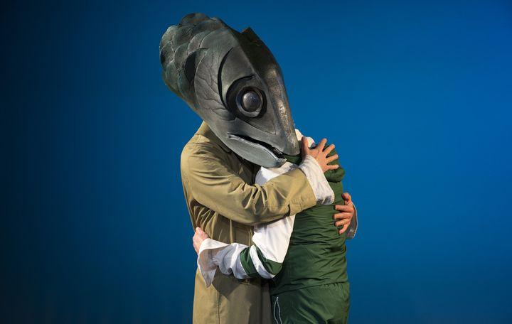 Quand Trenet, alias Serge Hureau, rencontre l'une de ses créatures, le fils de la femme-poisson... (NABIL BOUTROS)