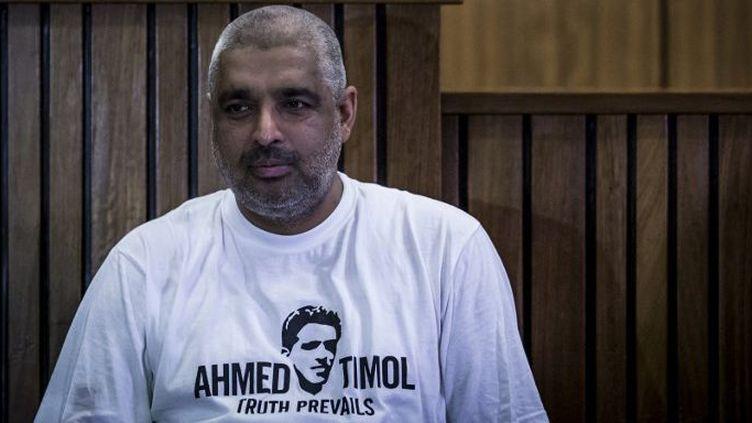 Imtiaz Cajee, le neveu de l'activiste anti-apartheid Ahmed Timol, lors d'une conférence de presse, le 12 octobre 2017, après que le juge de la Haute Cour eut jugé que la police avait assassiné son oncle alors qu'il était en garde à vue en 1971. (GULSHAN KHAN / AFP)