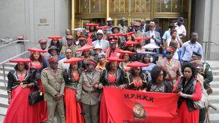 Les représentants des Hereros et des Namas devant la cour de justice de New York, le 31 juillet 2018. Il s'agit des deux ethnies victimes du premier génocide du XXe siècle perpétré par l'Allemagne. (JOHANNES SCHMITT-TEGGE / DPA)