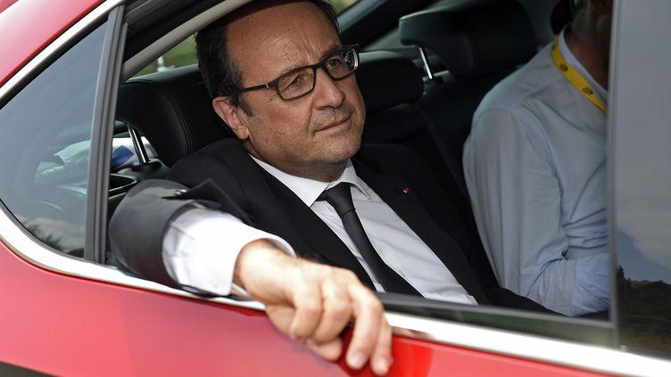 François Hollande assiste à la 14e étape du Tour de France, le 18 juillet 2015. (  REUTERS)