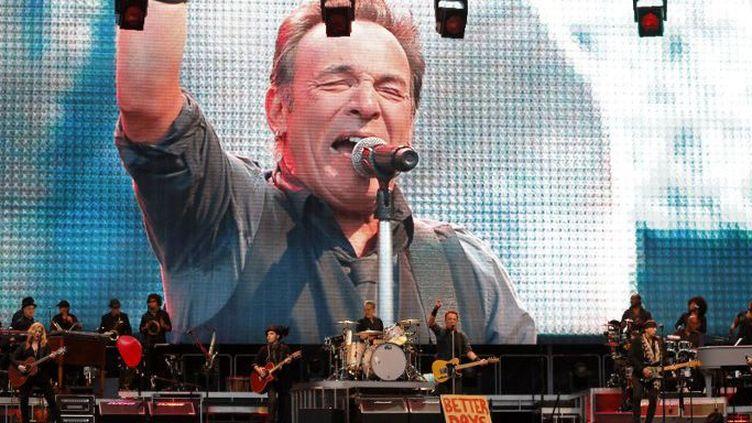 Bruce Springsteen en concert le 26 juin 2013 auMolinon stadium de Gijon, dans le nord de l'Espagne  (CESAR MANSO / AFP)