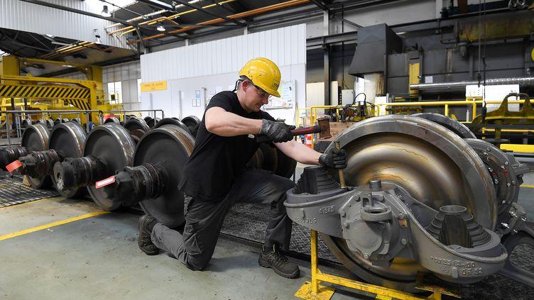 Un ouvrier travaille sur l'assemblage d'un TGV au Technicentre SNCF de Bischheim (Bas-Rhin), le 29 avril 2019. (FREDERICK FLORIN / AFP)