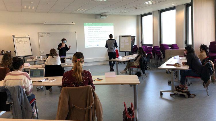"""A l'Université de Lorraine, une formation en """"premiers soins de santé mentale"""" (ALEXIS MOREL / FRANCE-INFO)"""