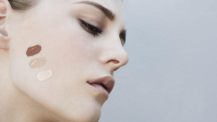 """Selon """"Science"""", il y a 8000 ans, les Européens ne possédaient pas les versions de deux gênes –SLC24A5 et SLC45A2– responsables de la dépigmentation de la peau et de sa blancheur (photo d'illustration). (FRANCK SAUVARIE / CULTURA CREATIVE / AFP)"""