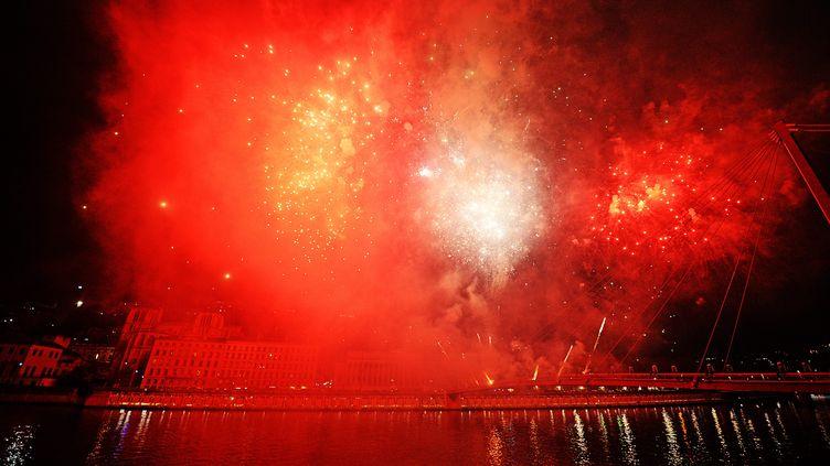 Un feyu d'artifice à Lyon, le 5 décembre 2014. (  MAXPPP)