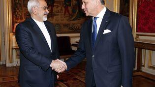 Le ministre français des Affaires étrangères, Laurent Fabius (D), avec son homologue iranien MohammadJavad Zarif, le 16 janvier 2015 à Paris. (FRANCOIS GUILLOT / AFP)