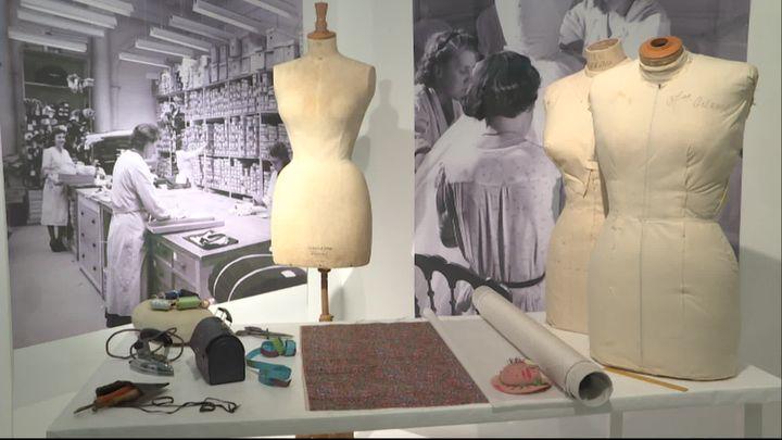 Les mannequins des ateliers Dior. (G. Le Gouic / France Télévisions)