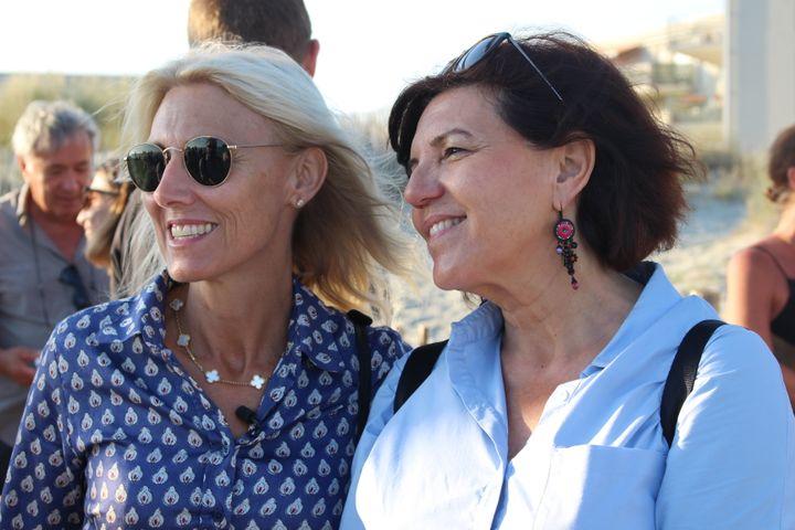 Marie Sara, candidate LREM, et sa suppléante Katy Guyot au Grau-du-Roi (Gard), le 13 juin 2017. (ROBIN PRUDENT / FRANCEINFO)