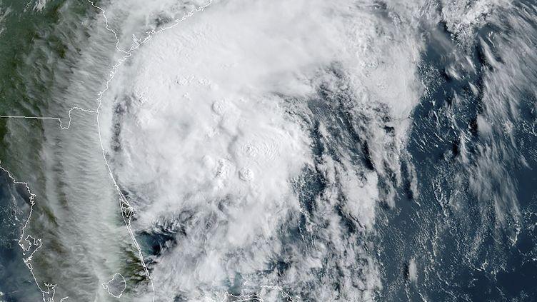 L'ouragan Isaias au large des côtes américaines, le 3 août 2020. (RAMMB / NOAA / NESDIS / AFP)