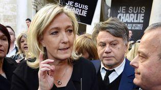 La présidente du Front national, Marine Le Pen, et le député Gilbert Collard, le 11 janvier 2015 à Beaucaire (Gard). (PASCAL GUYOT / AFP)
