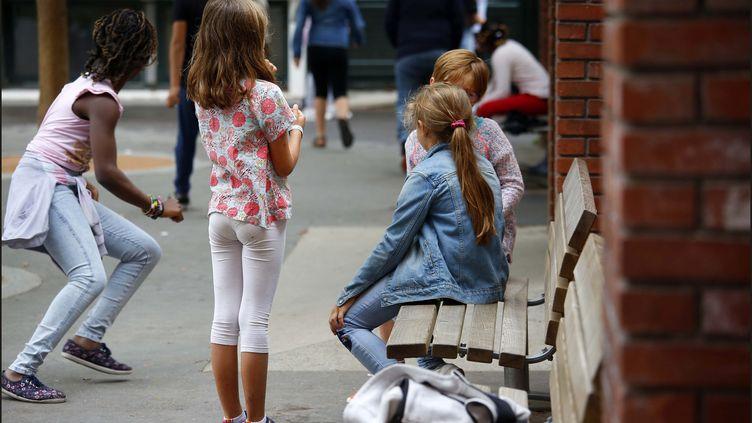 Des enfants sont en récréation dans la cour de leur école à Paris, le 4 septembre 2018. (MAXPPP)