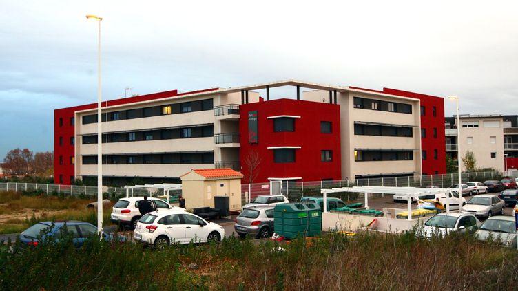Deux hommes,suspectés d'avoir abusé d'une jeune femme dans cet immeubleduquartier de la Porte d'Espagne à Perpignan,avant de mettresur les réseaux sociaux les images duviol, ont été mis en examen, le 5 janvier 2016, et placés en détention provisoire. (MAXPPP)