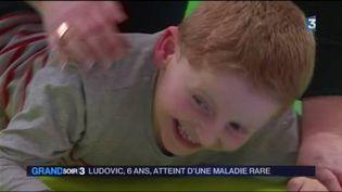 Ludovic, 6 ans, souffre du syndrome d'Angelman (France 3)