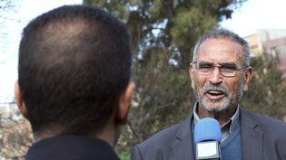 Mohamed Benalel Merah, père de Mohamed Merah, s'exprime à la télévision, en Algérie, le 28 mars 2012. (MAXPPP)