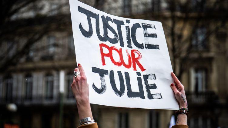 Manifestation en soutien à Julie, place Saint-Michel à Paris, le 7 février 2021. (XOSE BOUZAS / HANS LUCAS)