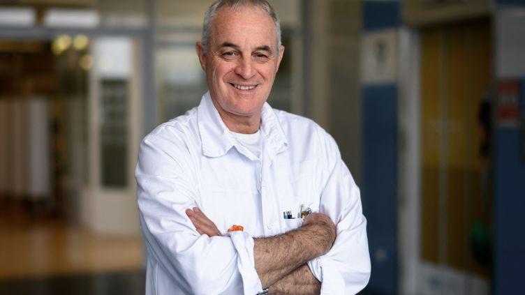 Le professeur Didier Pittet, épidémiologiste, spécialiste de l'hygiène des mains et du contrôle des infections, à Genève (Suisse), le 10 novembre 2020. (FABRICE COFFRINI / AFP)