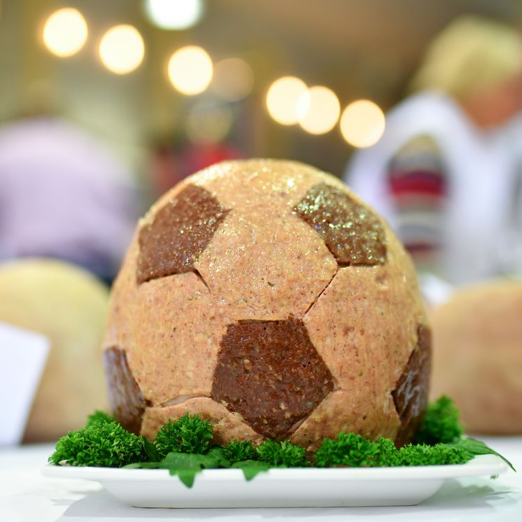 Durant la Coupe du monde 2018 en Russie, les joueurs de foot vont suivre un régime particulier pour faire face à un mois de compétition. (UWE ANSPACH / DPA)