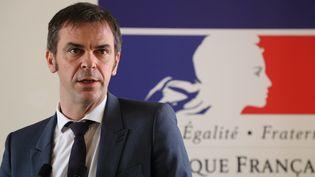 Le ministre de la Santé, Olivier Véran, lors d'une conférence de presse sur le nouveau coronavirus au ministère de la Santé, le 18 février 2020 à Paris. (LUDOVIC MARIN / AFP)