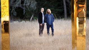 Karl Glusman (Sergei) et le gourou de DEVS Nick Offerman (Forest) (FX PRODUCTIONS, LLC. ALL RIGHTS RESERVED. / PHOTO NUMÉRIQUE)