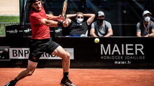 Stefanos Tsitsipas lors de la finale du tournoi de Lyon le 23 mai 2021. (JEFF PACHOUD / AFP)