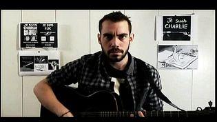 """Jean-Baptiste Bullet, auteur de la chanson """"Je suis Charlie""""  (capture d'écran du clip de la vidéo de J.B. Bullet)"""