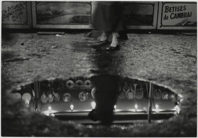 SABINE WEISS / Paris, France, 1954 / épreuve gélatino-argentique21 x 30,3 cm / Collection Centre Pompidou, Paris (© Centre Pompidou, MNAM-CCI/Philippe Migeat/Dist. RMN-GP © Sabine Weiss)