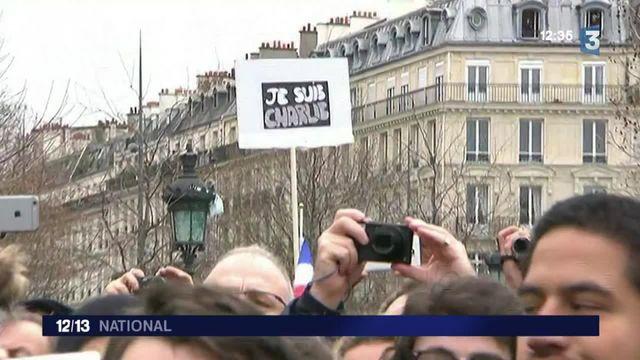 Commémoration des attentats : le recueillement place de la République